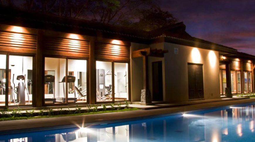 hermosa-del-mar-piscina-noche